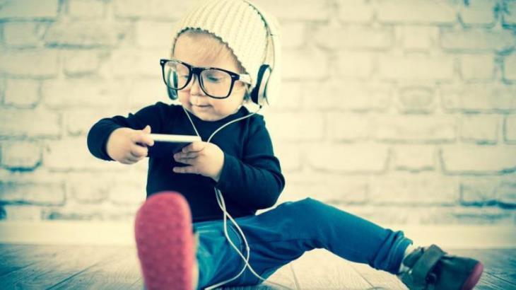 Los niños y jóvenes de las generaciones 'z' y 'alfa' ya no quieren ser como papá o mamá