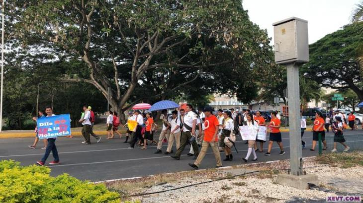 Marchan contra violencia a la mujer en Villahermosa