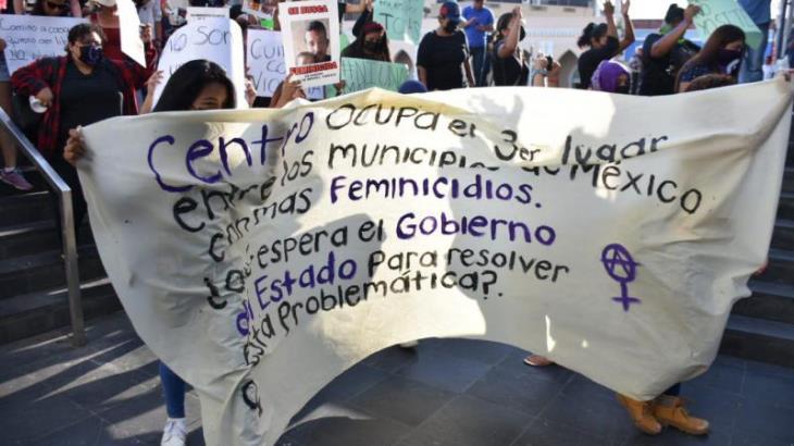 Protesta colectivo feminista contra la violencia hacia la mujer