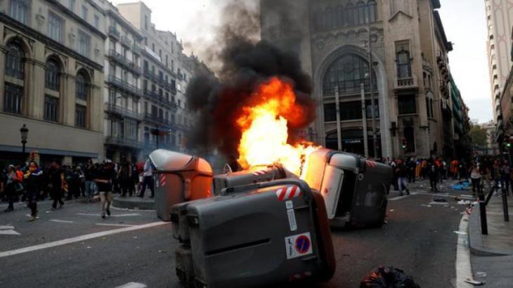 Continúan protestas en España tras la condena de líderes separatistas