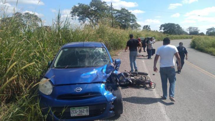 Grave, motociclista que chocó contra auto en la carretera a Jalapa