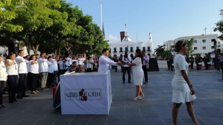 Diputados realizan ceremonia de incineración y abanderamiento