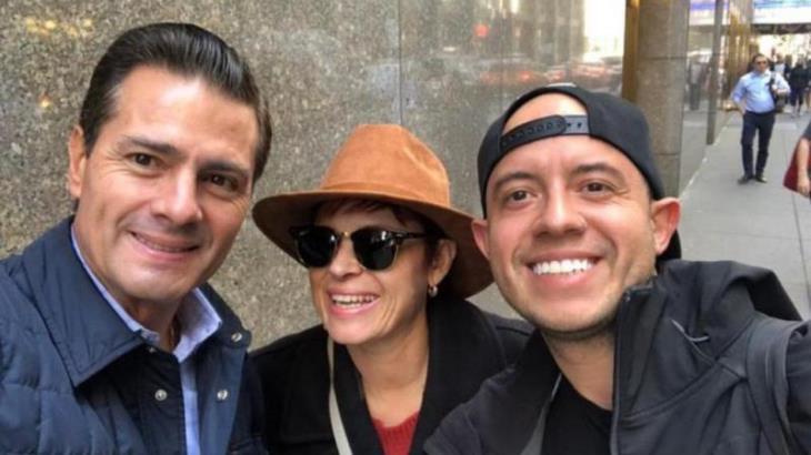 Difunden otra fotografía de EPN en Nueva York ahora sin peluca