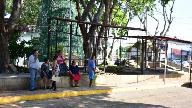Desalojan a 8 locatarios del mercado de Las Flores