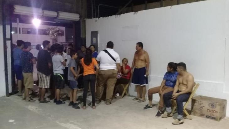 Se amotinan ilegales en la casa del migrante; acusan maltrato