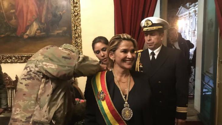 Envía presidenta interina de Bolivia proyecto de Ley para nuevas elecciones