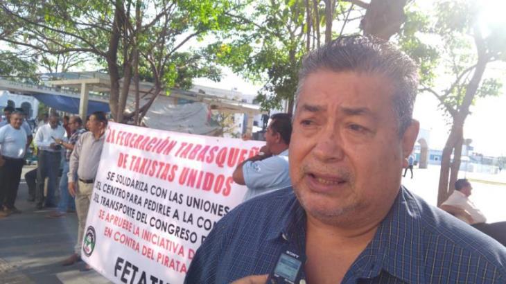 El cobro de 30 pesos por servicio sigue vigente, advierten taxistas