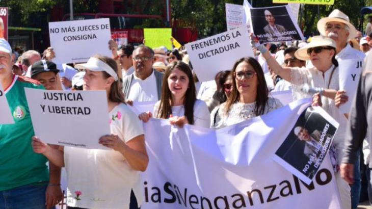 Marcho porque no quiero más jueces con consigna en este país, señala hija de Rosario Robles