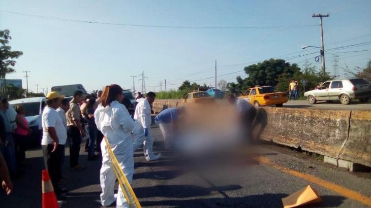 Mueren 3 personas tras ser atropelladas en carreteras Federales del estado