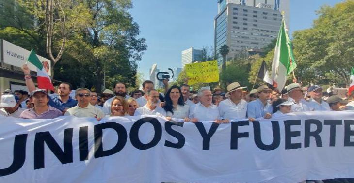 Panistas acusan a Obrador de violentar la ley