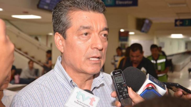 Considera Rutilio Escandón que su esposa Rosalinda López está capacitada para asumir el SAT