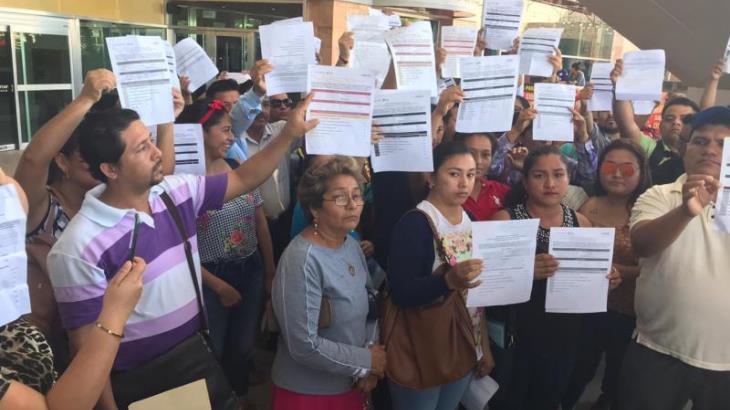 Reclaman 200 maestros plazas laborales; denuncian que SETAB está contratando a docentes sin ser evaluados