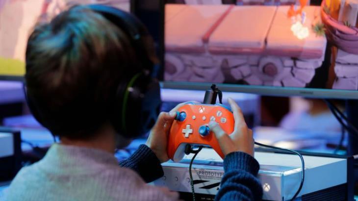 Cuidado con los videojuegos y los programas que ven nuestros hijos