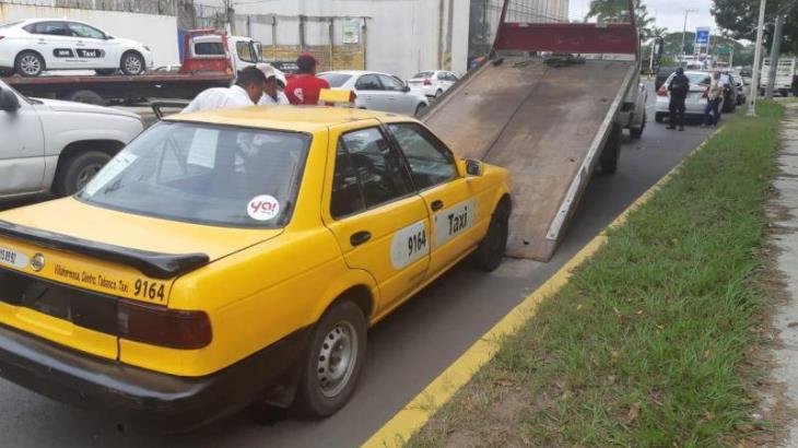 Detiene PEC 4 taxis en operativo conjunto; asegura que va por regulares y piratas por igual
