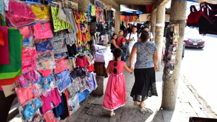 Inician operativos para evitar que comercios obstaculicen paso de peatones en las banquetas