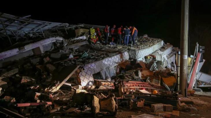 Sismo de magnitud 6.8 sacude a Turquía y deja 18 muertos
