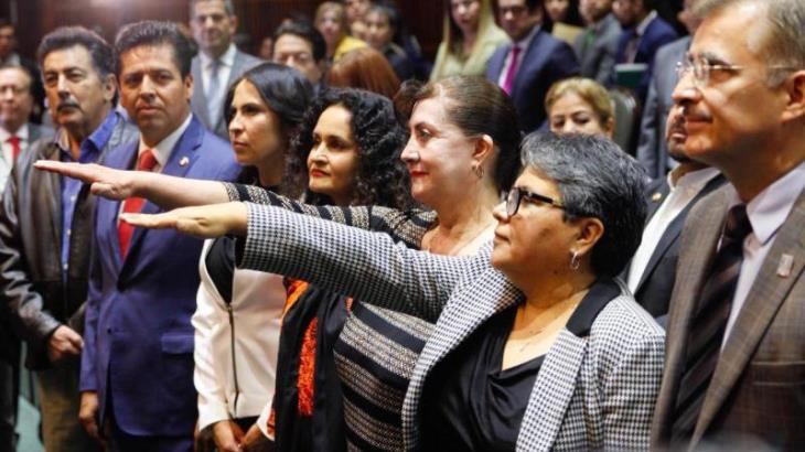 Ratifican a Raquel Buenrostro como jefa de la oficina del SAT