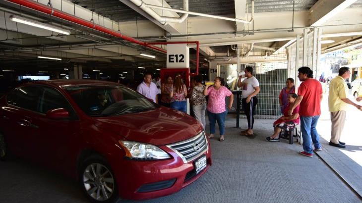 Detienen a Locatarios del Pino Suárez por liberar el cobro del estacionamiento del nuevo mercado