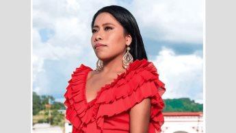 Regresa Yalitza Aparicio a su casa en Oaxaca