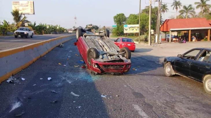 Se vuelca auto en la Villahermosa-Frontera: tres lesionados