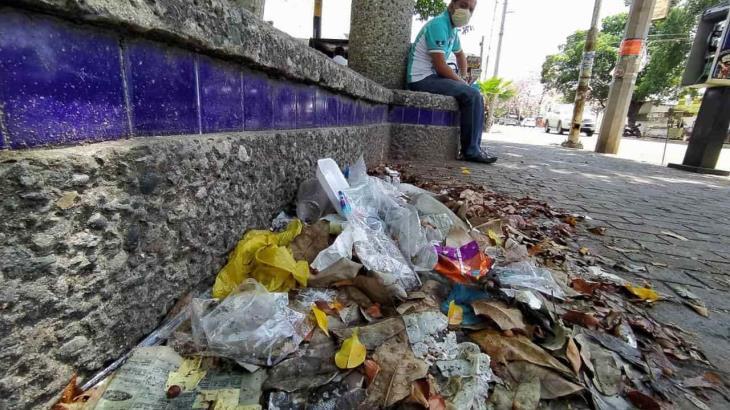 Se acumula basura en la vía pública de Villahermosa durante la contingencia sanitaria