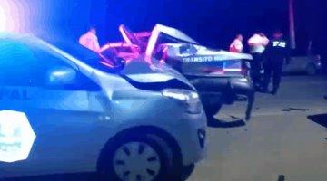 Choque de auto contra patrullas de Tránsito en Comalcalco deja cuatro heridos