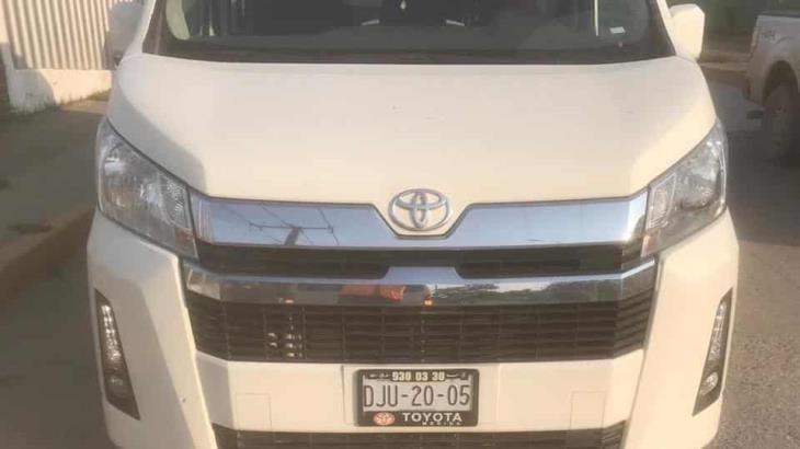 Detiene Semovi 5 unidades Van que prestaban servicio público con placas particulares