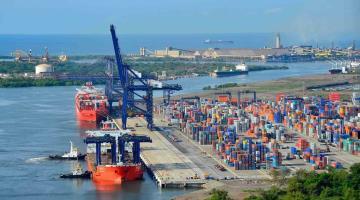 Aseguran dos buques con diésel de contrabando en Michoacán