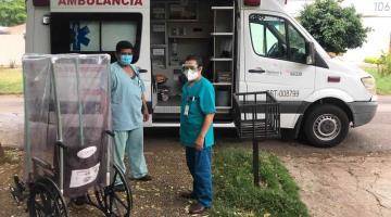 """Crea familia tabasqueña """"burbujas"""" para sillas de ruedas para trasladar a pacientes con Coronavirus"""