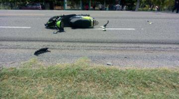 Graves dos motociclistas atropellados en la Villahermosa-Frontera
