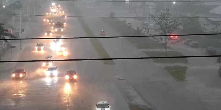 Lluvias muy fuertes provoca Onda Tropical 2 en Tabasco, alerta Protección Civil