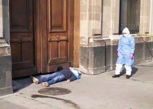 Hombre con presunto contagio de COVID-19 protesta contra CFE en Palacio Nacional