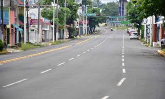 Cierre de comercios y lluvias reducen movilidad en la calles de Villahermosa