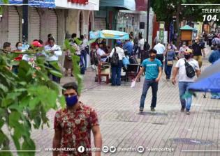 """Tabasqueños abarrotan el Centro de Villahermosa, plazas comerciales y paradas de transporte en el inicio de la """"nueva normalidad"""""""