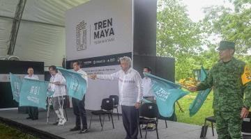 Estamos reivindicando al sureste con las obras del Tren Maya: AMLO al dar el banderazo al tramo 1 en Chiapas