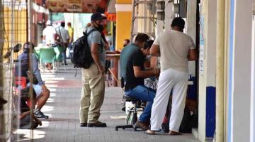Se vuelve calle Madero un corredor de venta de accesorios y reparación de celulares