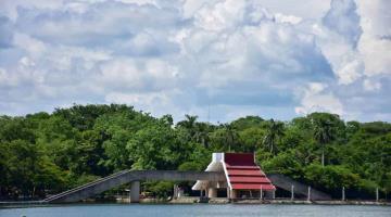 Cielo azul, nubes y la Laguna de las Ilusiones: el paisaje perfecto