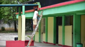 Padres de familia pintan y limpian la escuela Secundaria Técnica 47 de Villahermosa