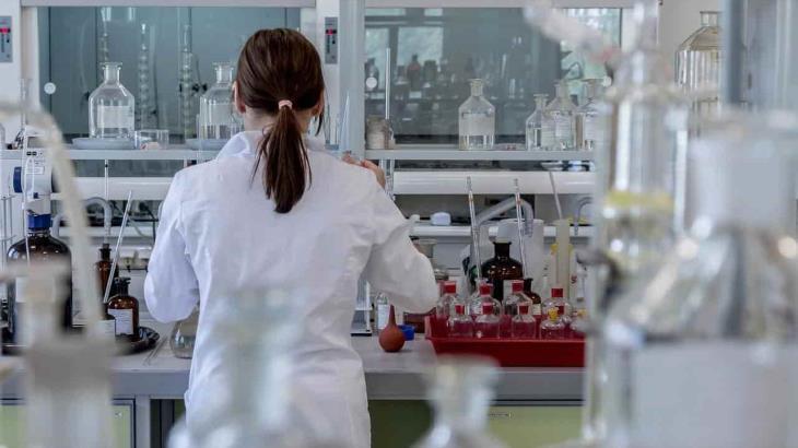 Universidad de Barcelona detecta SARS-CoV-2 en aguas residuales recolectadas un año antes de la pandemia