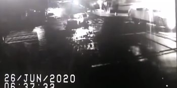 Vuelca tráiler cargado de mensajería en carretera a Cárdenas… no hubo rapiña