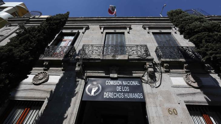 Exhorta la CNDH a John Ackerman a conducirse con civilidad y respete los derechos humanos de periodistas