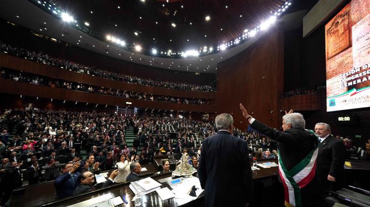 Ajusta López Obrador 2 años de su triunfo electoral