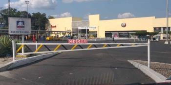Matan a un hombre y lo avientan a un dren en la carretera Cárdenas-Coatzacoalcos