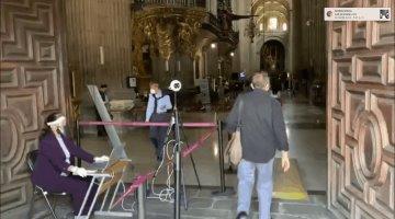 Instalan en la Catedral Metropolitana cámara para medir temperatura corporal de los asistentes como medida preventiva ante el Covid-19