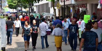 Se intensifica tráfico vehicular por obras del distribuidor vial de Avenida Universidad