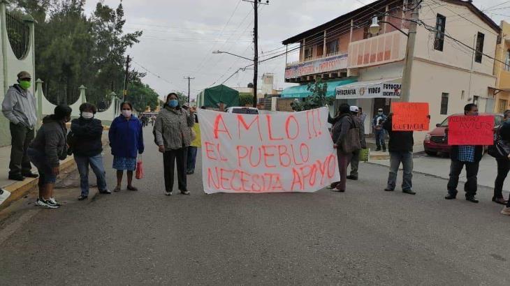 Protestan ante AMLO en Oaxaca... por asesinato de 15 indígenas