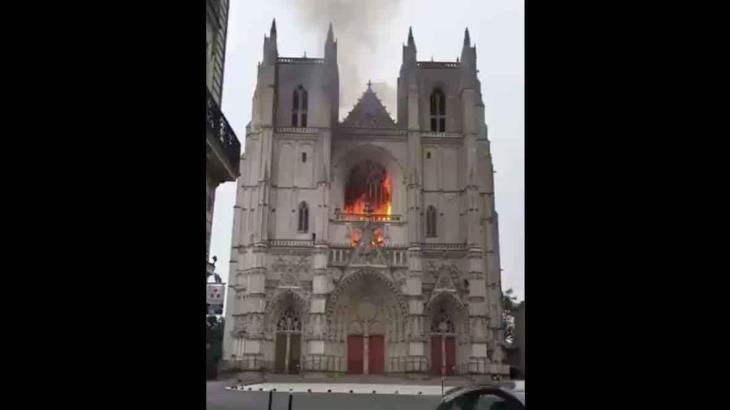 Confiesa monaguillo ser el autor del incendio de la catedral francesa de Nantes