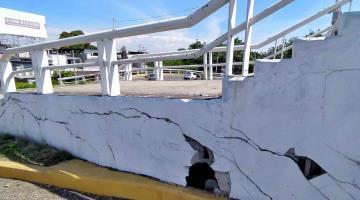 Cuarteaduras y desprendimiento de repello registra el puente Grijalva III