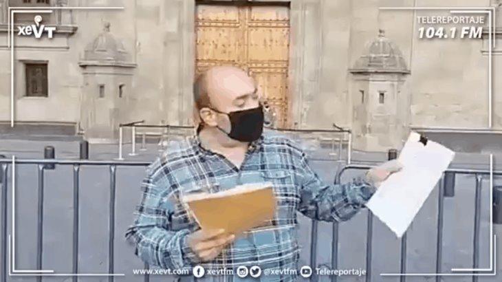 Llegan a Palacio Nacional maestros de telesecundaria que denunciaron venta de plazas en la SETAB