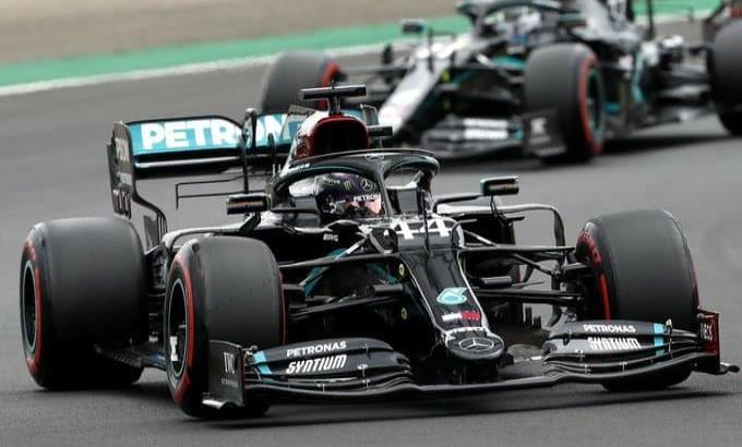 Mercedes confirma que continuará con Hamilton y Bottas